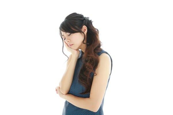 副作用を心配する女性
